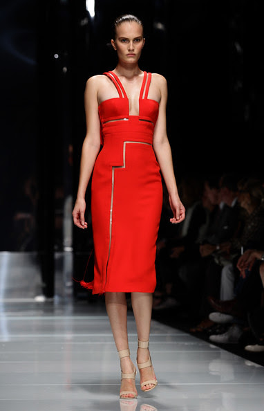 Versace+Milan+Fashion+Week+Womenswear+2011+3t5xgJ-b9K1l