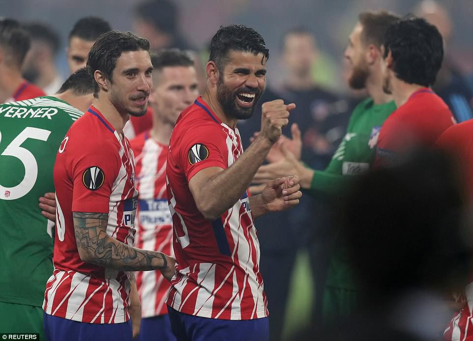 Atletico Madrid's Sime Vrsaljko and Diego Costa celebrate with their team-mates after winning the Europa League final