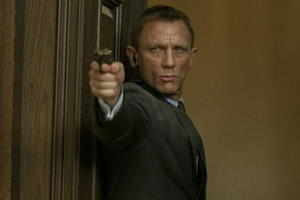 Daniel Craig undergoes knee surgery