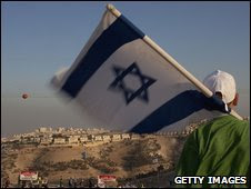 Israeli boy waves a flag at the Maale Adumim settlement in the West Bank (07 September 2009)