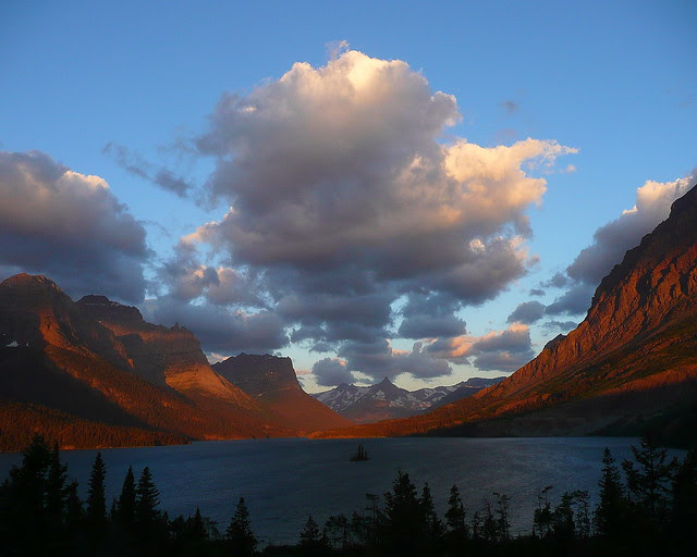 P1170321_aby8 St. Mary Lake and Wild Goose Island, Sunrise