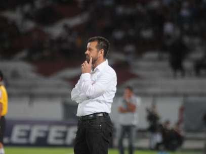 Dunga seria segunda opção do PSG para treinador Foto: Aldo Carneiro / Agência Lance