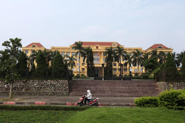 Trụ sở, cung điện, tỉnh, UBND, lãng phí, đầu tư công