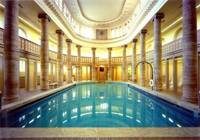 Public swimming pool in Berlin [708 x 494]