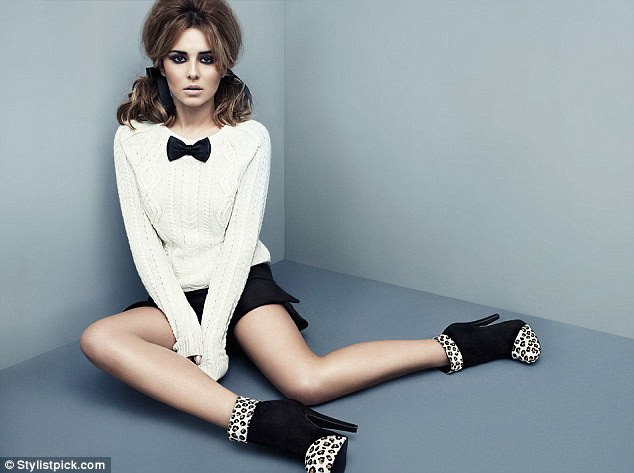 Definindo a tendência: Cheryl em um par de leopardo-de impressão e botas pretas de seu alcance em Stylistpick.com