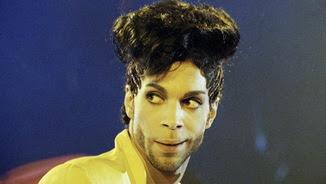 Prince, durant una actuació a Londres el 1992 (Reuters)