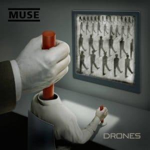 A capa do álbum de Drones descreve um mestre das marionetes invisível controlar um drone quem está controlando as massas de drones.