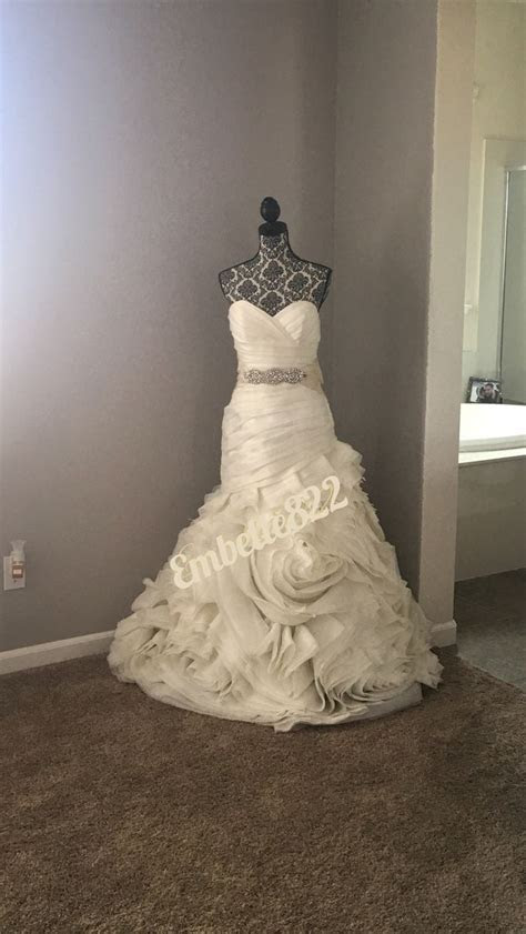 Best 25  Wedding dress display ideas on Pinterest