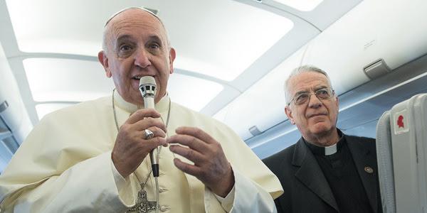 Francisco explica aos jornalistas posição da Igreja sobre contracepção / Foto: Arquivo-L'Osservatore Romano