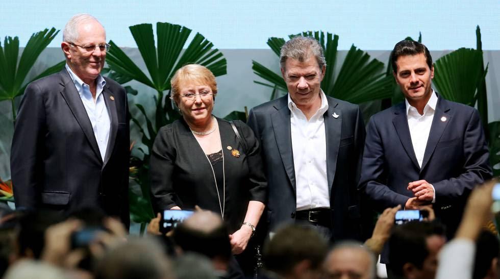 El presidente peruano Pedro Pablo Kuczynski, la chilena Michel Bachelet, el colombiano Juan Manuel Santos y el mexicano Enrique Peña Nieto, durante la cumbre de la Alianza del Pacífico.