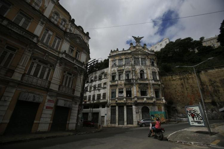 Casarões históricos fechados são invadidos - Foto: Raul Spinassé / Ag. A Tarde