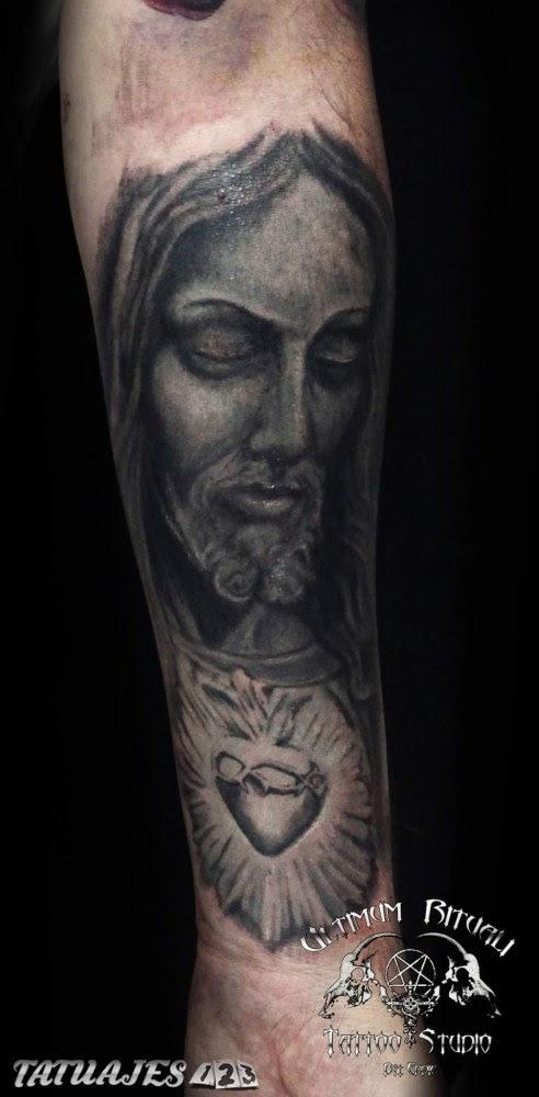 Cristo En El Brazo Tatuajes 123