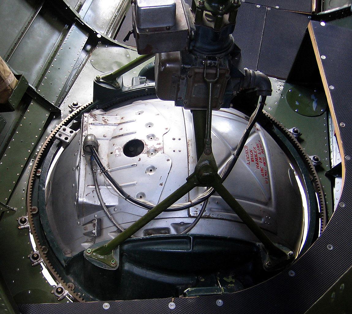 http://upload.wikimedia.org/wikipedia/commons/thumb/a/a9/B-17_ball_turret_interior-20060603.jpg/1149px-B-17_ball_turret_interior-20060603.jpg