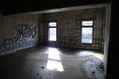 Windows (Sun Hills Hotel ruins)