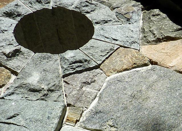 P1120934-2012-10-17-Barbara-Johnson-Prickett-Chapel-Westminster-School-Atlanta-window-keystone
