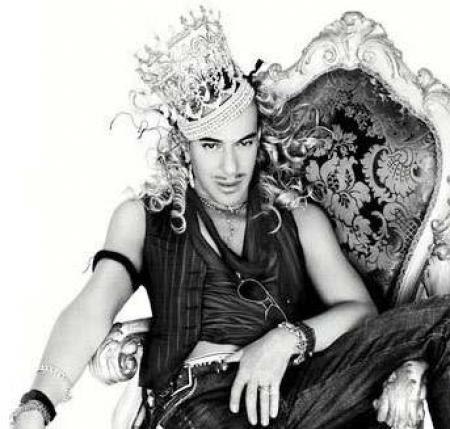 http://fashionbombdaily.com/wp-content/uploads/2011/03/john_galliano.jpg