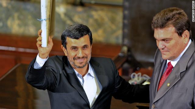 Iranian President Mahmoud Ahmadinejad receives the Doctor Honoris Causa degree from Havana's University on January 11, 2012.