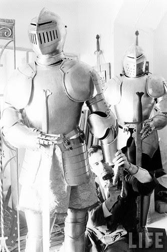 Fábrica de espadas, damasquinado y armaduras de Toledo en 1965. Fotografía de Carlo Bavagnoli. Revista Life (2)