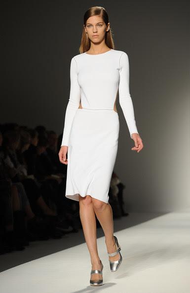 Max+Mara+Milan+Fashion+Week+Womenswear+2011+SieSai9lVB4l