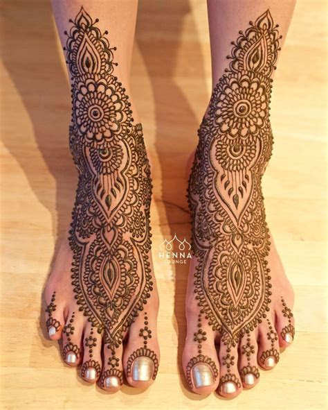 25  best ideas about Bridal Henna on Pinterest   Bridal