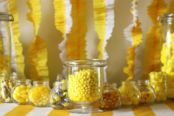yellow-candy-buffet