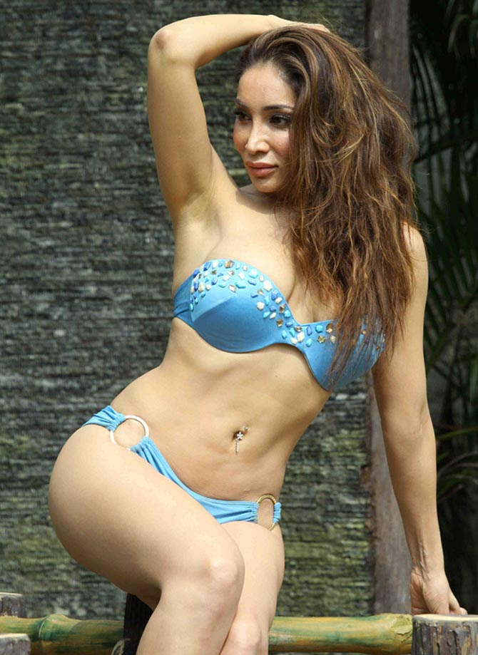Sofia Hayat Holi Photoshoot in Bikini