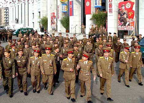 Un grupo de soldados norcoreanos suministrada por el régimen. | Afp