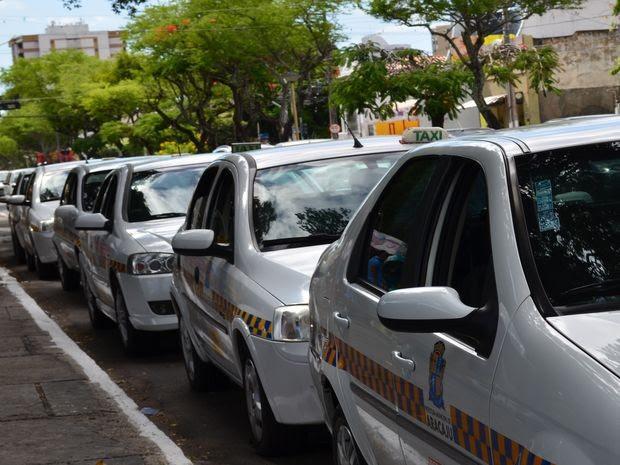 Táxi em Aracaju (Foto: Marina Fontenele/G1 SE)