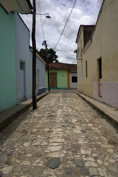 Las calles empedradas también permanecen en la fisonomía de Sancti Spíritus. Algunas se recuperaron ahora por el medio siglo de la villa. Serie Una ciudad testigo del tiempo.Foto: Daylén Vega/Cubadebate