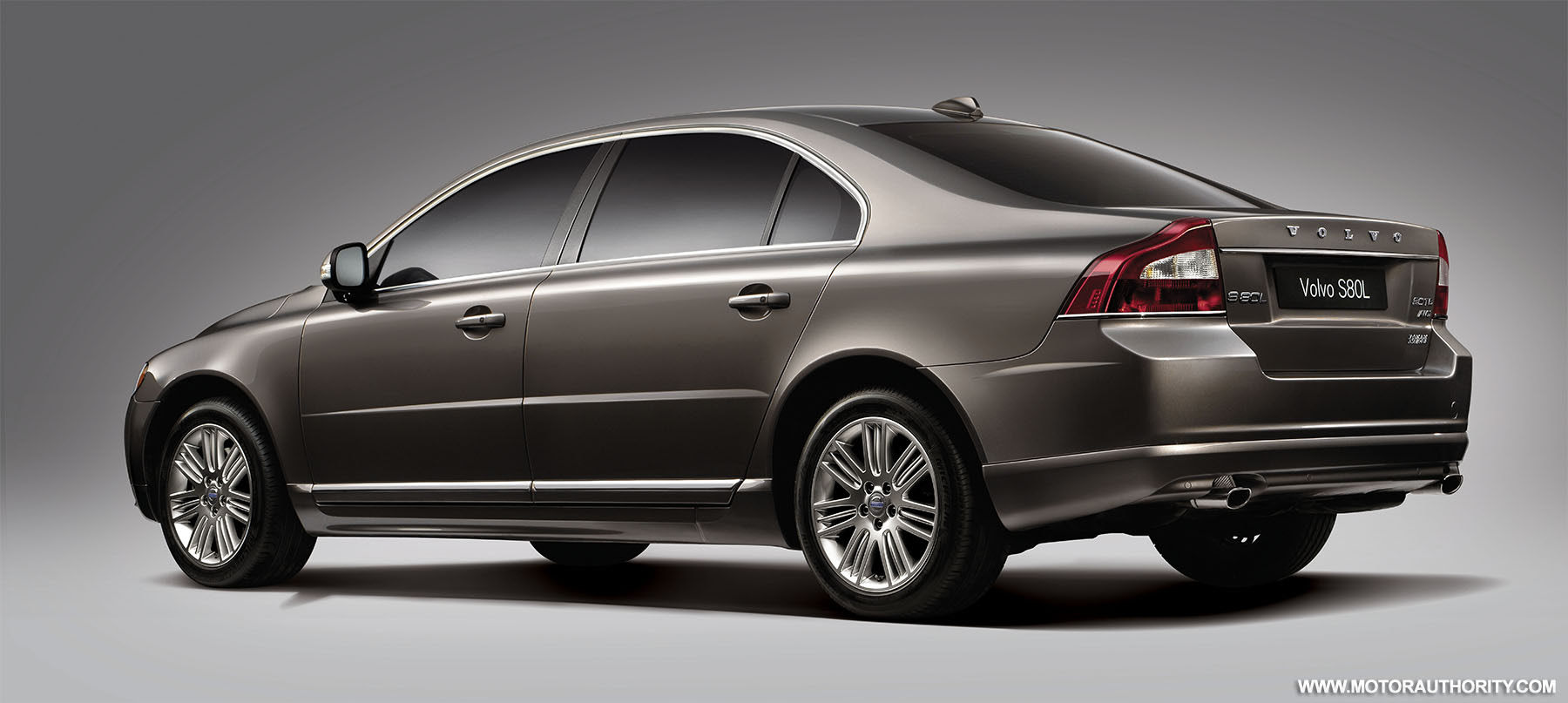 First Volvo S80L long-wheelbase sedans roll off the line in China