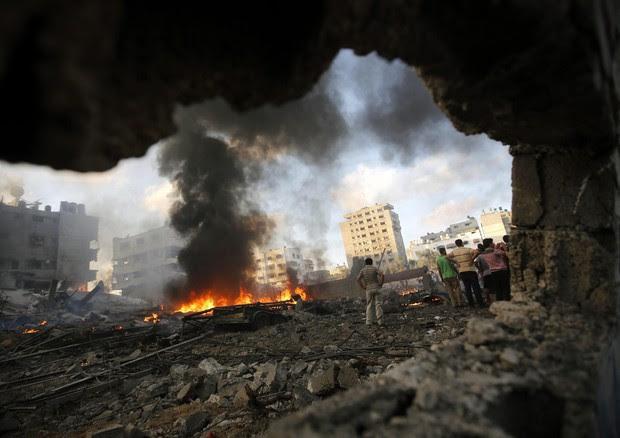 Raid israeliani a Gaza. Foto EPA/MOHAMMED SABER (ANSA)