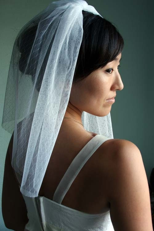 Bridal lace veil, white, shoulder length