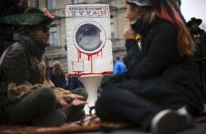 Protestos contra o sistema econômico ocorreram também na Suíça (Foto: Fabrice Coffrini/AFP)