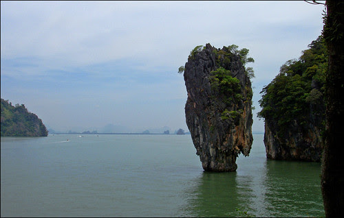 The scenery inwards the bay is stunning amongst limestone cliffs together with rocks climbing from the wate <a href=