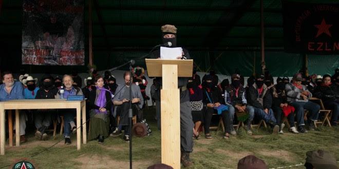 """""""Sin dejar de ser maestro, el filosofo se hizo zapatista y el indígena sin dejar de ser zapatista, se hizo maestro"""", EZLN"""