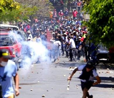 Las protestas sin 'una luz al final del túnel', enfrentamientos continúan en La Paz y Cochabamba #Bolivia