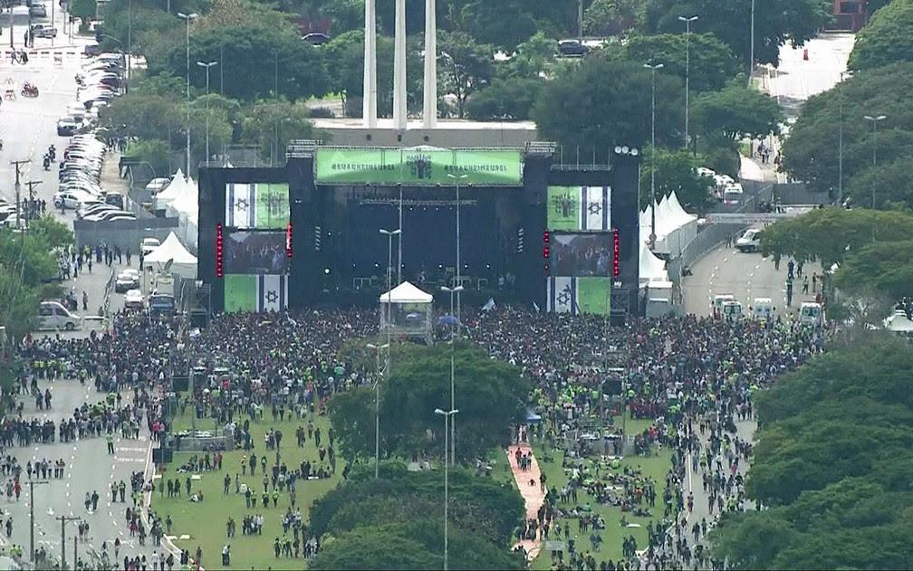 Palco da Marcha para Jesus reúne bandas e cantores evangélicos em São Paulo (Foto: TV Globo/Reprodução)