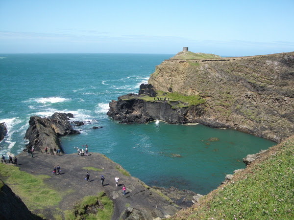 File:Abereiddy, the Blue Lagoon, with 'Coasteers' diving - geograph.org.uk - 1406824.jpg