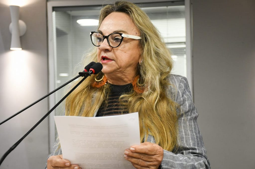 Resultado de imagem para deputada drª paula