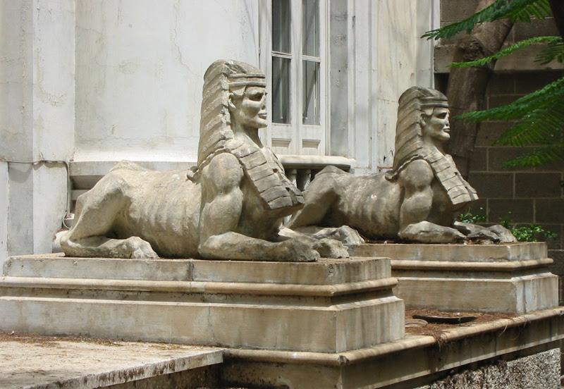 esfinges templo masónico