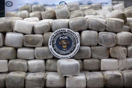 El decomiso de seis toneladas de mariguana el 7 de noviembre en Tijuana. Foto: Xinhua / Guillermo Arias
