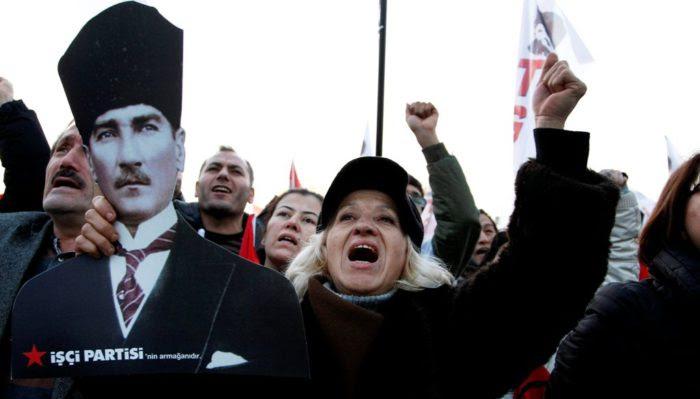 Ο αρχηγός των «Γκρίζων Λύκων» προειδοποιεί για εμφύλιο στην Τουρκία-Ετοιμάζουν νέο πραξικόπημα οι εθνικιστές; - Εικόνα2