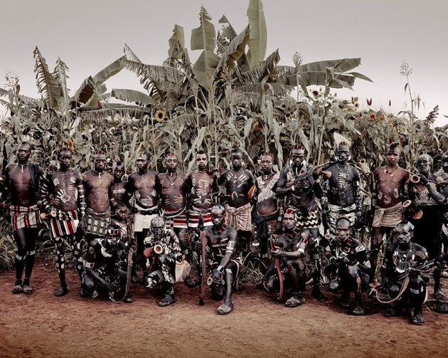 photographs-of-vanishing-tribes-before-they-pass-away-jimmy-nelson-40__880