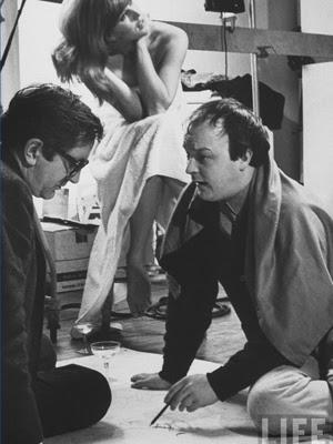 Duffy (à direita, ao lado do escritor Len Leighton e da  modelo Paulene Stone, em foto de 1966