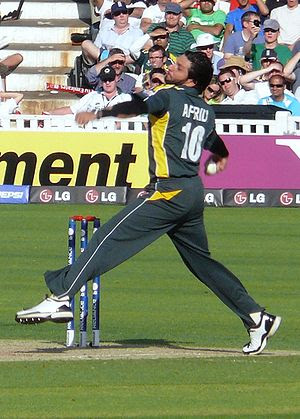 English: Shahid Afridi bowling in World Twenty...