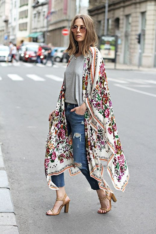 Le Fashion Blog Blogger Modern Boho Look Mirrored Round Sunglasses Grey Tee Cropped Ripped Jeans Studded Nude Sandals Via Fashion And Style