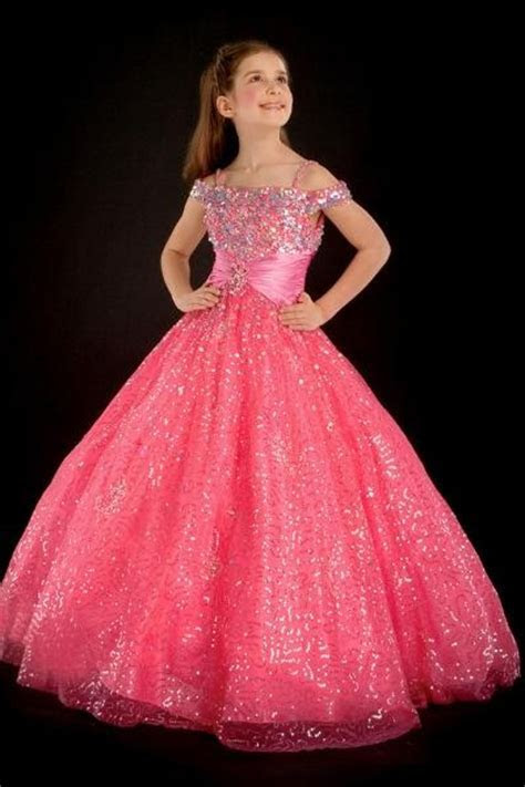 Lovely ball gown off the shoulder neck floor length babay