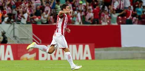 Vinícius festeja o gol que garantiu que disputa fosse para os pênaltis / Alexandre Gondim/JC Imagem