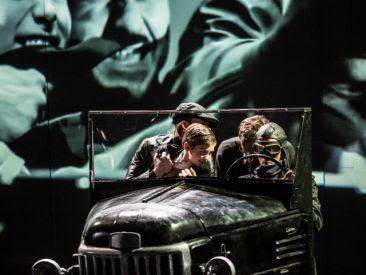Scena ze spektaklu (fot. Jakub Wittchen)