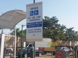 Resultado de imagem para População aprova lei que pune quem estacionar sem cartão em vaga de idoso ou deficiente